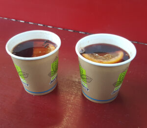Image of two cups of vin chaud
